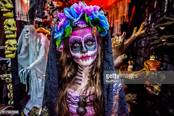 A girl with makeup and fancy quotLa Catrina de los oarlocksquot shaking fantasy coméricio stores in the central region on the afternoon of Tuesday in...