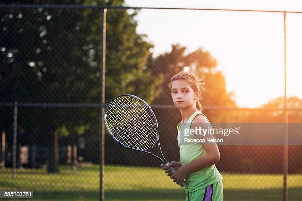 girl with tennis racket - tênis esporte de raquete - fotografias e filmes do acervo