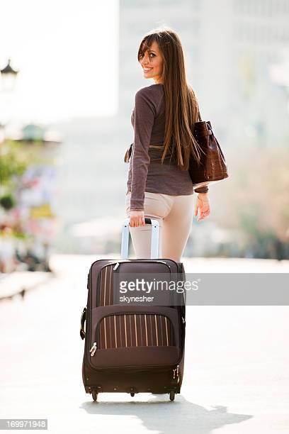 Girl には、スーツケースます。