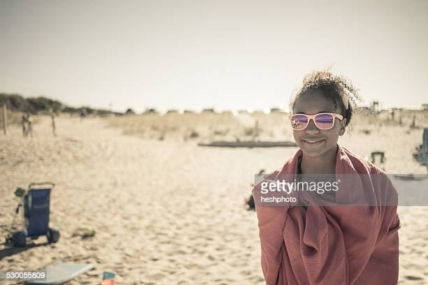 girl wrapped in towel on beach, truro, massachusetts, cape cod, usa - heshphoto - fotografias e filmes do acervo