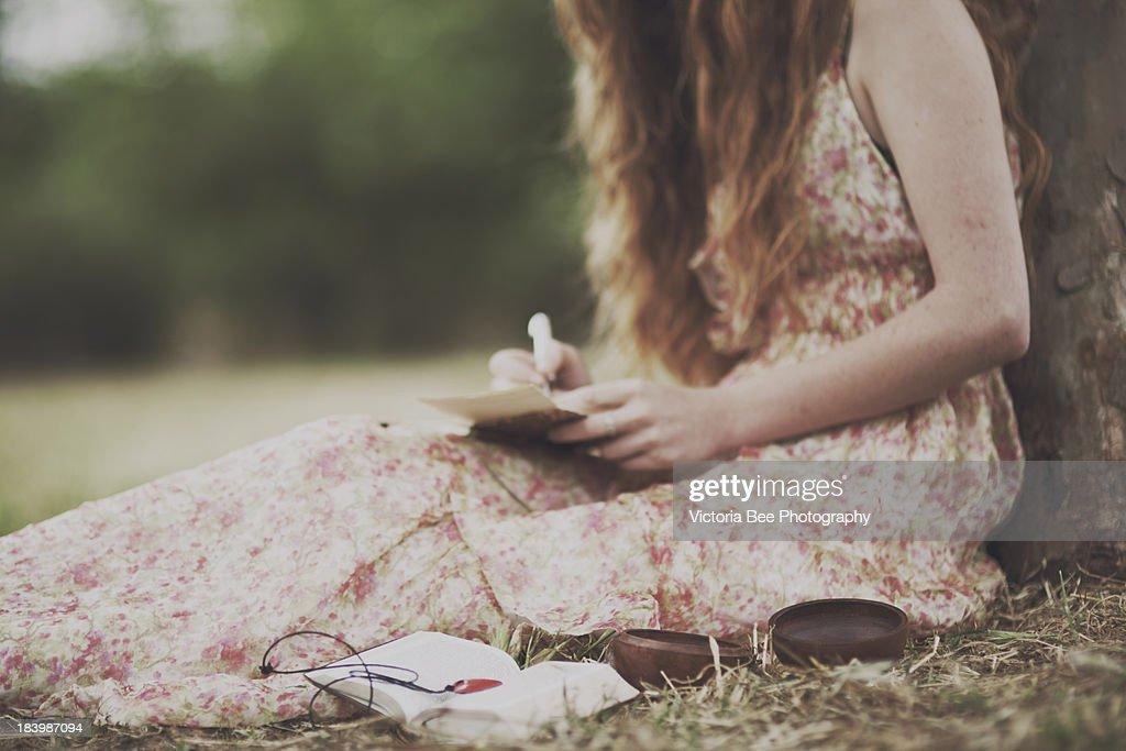 girl writes a letter : Foto de stock