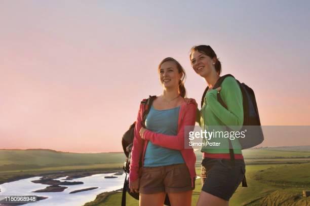 girlfriends on hiking trip, eastbourne, east sussex, united kingdom - friendly match stockfoto's en -beelden