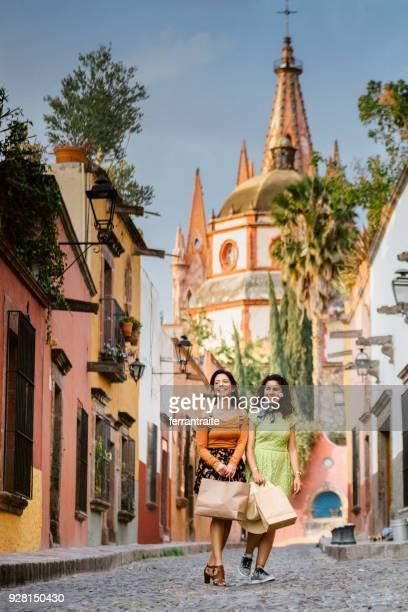 vriendinnen mexico reizen - nosotroscollection stockfoto's en -beelden