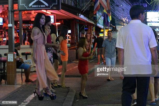 girls and ladyboys on walking street, pattaya, thailand - ladyboys stock pictures, royalty-free photos & images