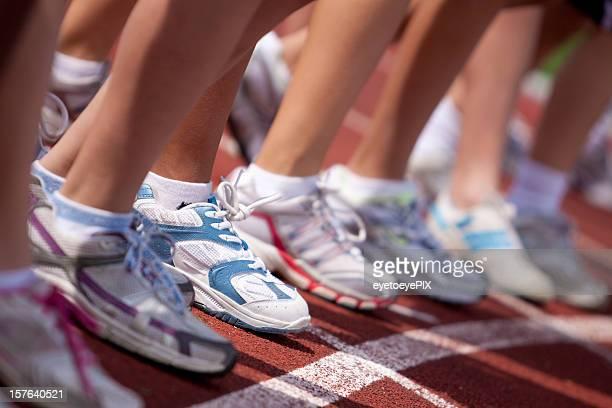 Mädchen an der Startlinie Rennen