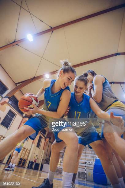 girls basketball game - basketball team stock pictures, royalty-free photos & images