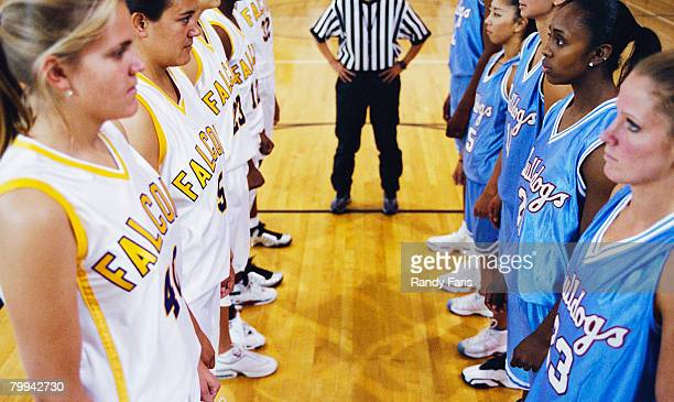 girls basketball teams facing each other - female umpire stockfoto's en -beelden