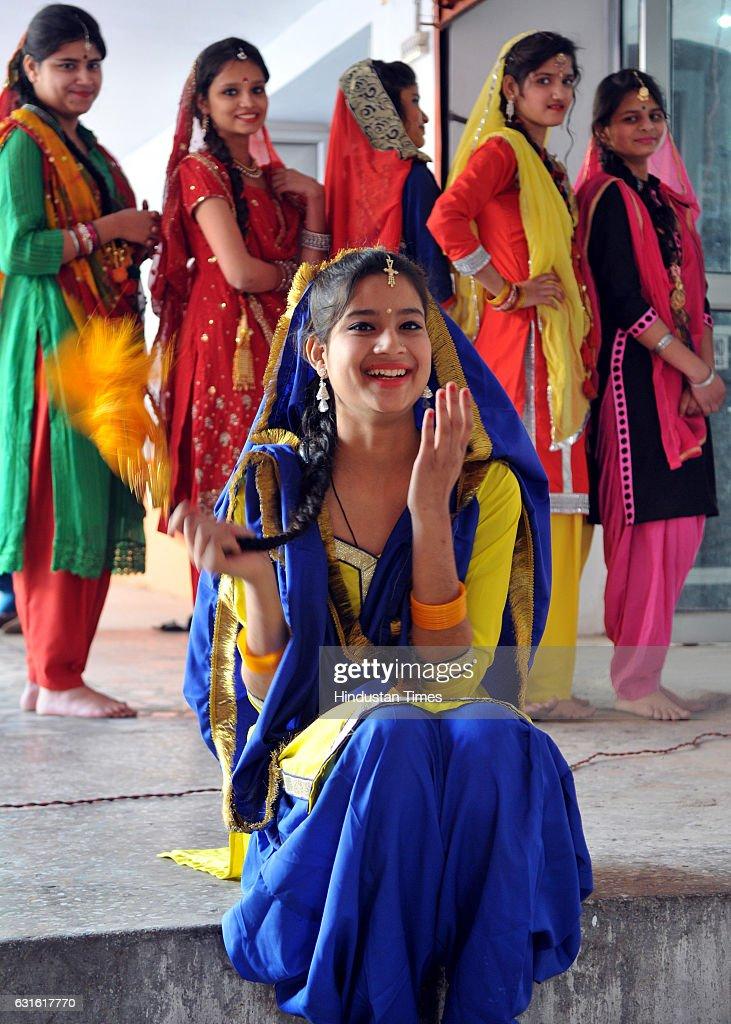 Lohri Festival Celebrations : Nachrichtenfoto