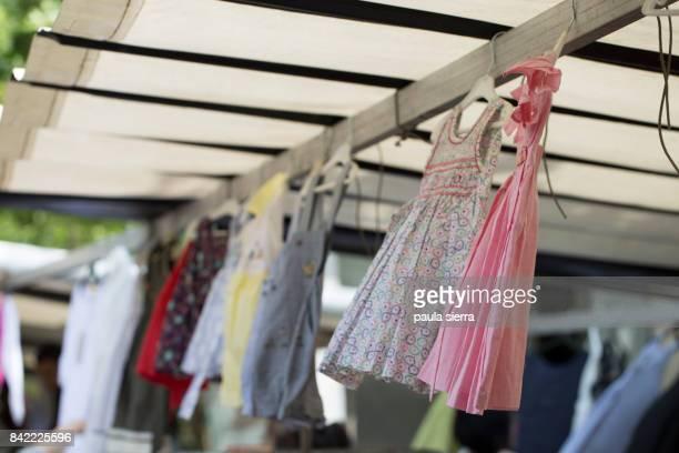 girls dresses - kleidungsstück stock-fotos und bilder