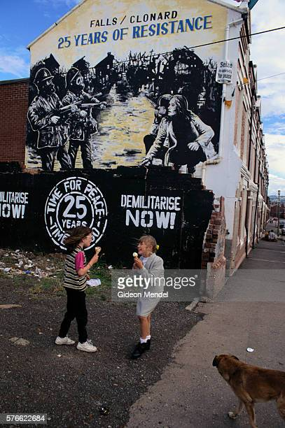 girls eating ice cream by wall mural in belfast - falls road stock pictures, royalty-free photos & images
