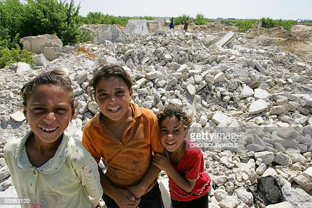 Girls from the Egyptian village of Abu Shinar in Sinai 350 kilometers northeast of Cairo close to the border with the Gaza Strip play 12 August 2005...