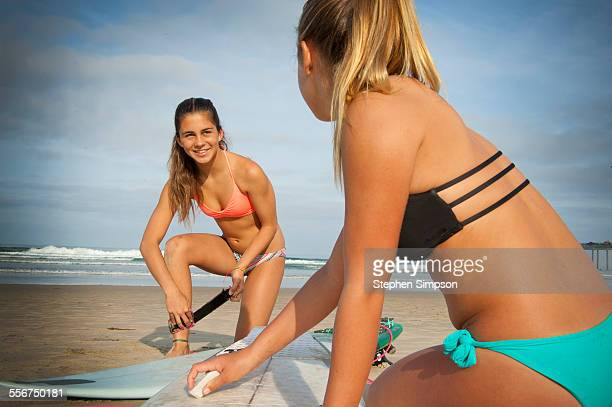 girls getting ready before surfing - cleavage stock pictures, royalty-free photos & images
