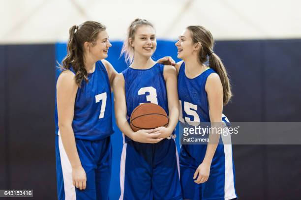 girls high school basketball team - basketball team stock pictures, royalty-free photos & images