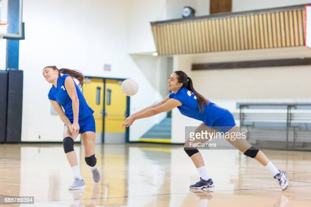 girls high school volleyball team - high school volleyball stock photos and pictures