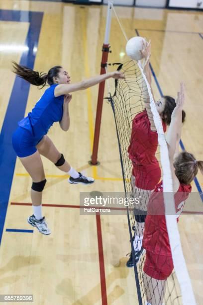 girls high school volleyball team - attaccante foto e immagini stock