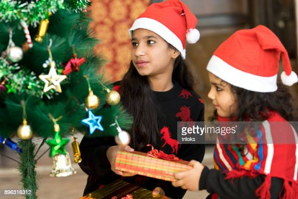 girls holding christmas present - 2 5 months stock photos and pictures