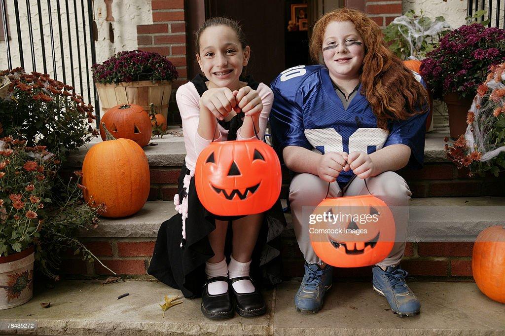 Girls in Halloween costumes : Stockfoto