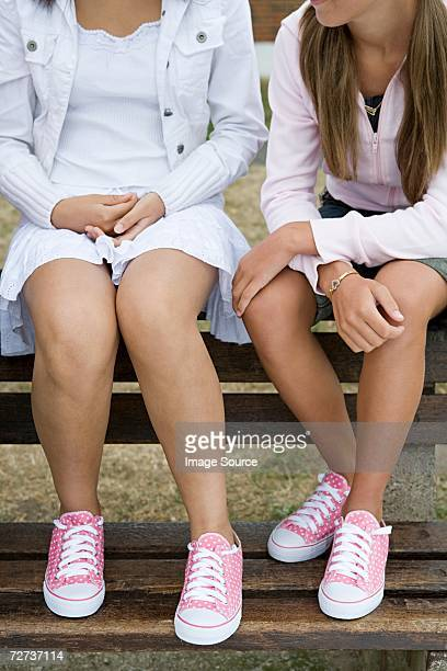 girls in matching shoes - girls with short skirts - fotografias e filmes do acervo