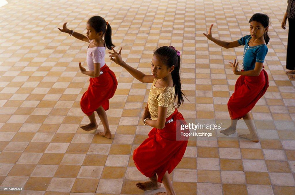 DANCE CLASS ONLINE - Indian Classical Dance