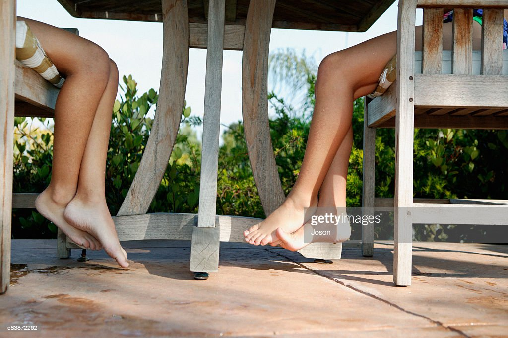 Girls Legs Under Table Outside Stockfoto Getty Images