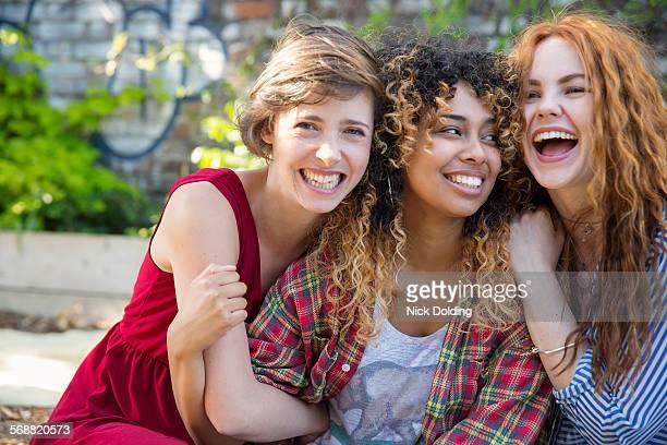 girls lifestyle 44 - amizade feminina - fotografias e filmes do acervo