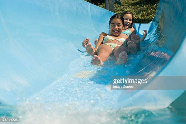 Mädchen auf eine Wasserrutsche