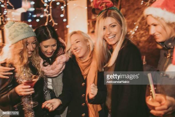 Mädchen auf dem Weihnachtsmarkt