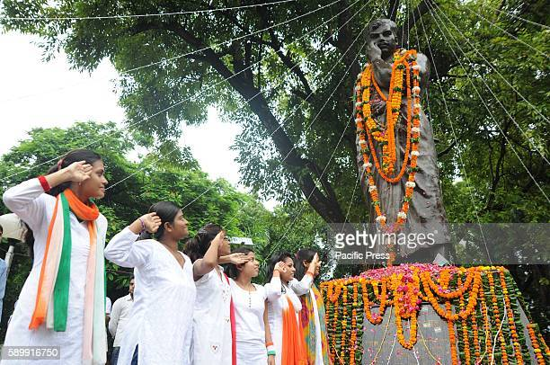 Girls paying floweral tribute to Shaheed Chandra Shekhar Azad on the occasion of 70th Independence Day celebration at Azad park in Allahabad