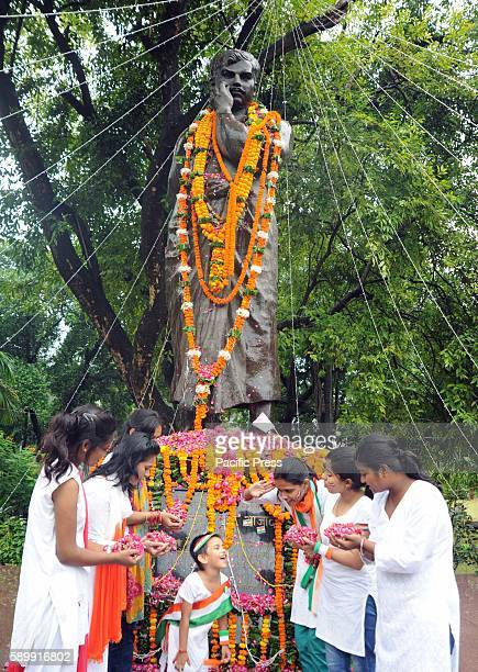 Girls paying floweral tribute to Shaheed Chandra Shekhar Azad on the occasion of 70th Independence Day celebration at Azad park in Allahabad.