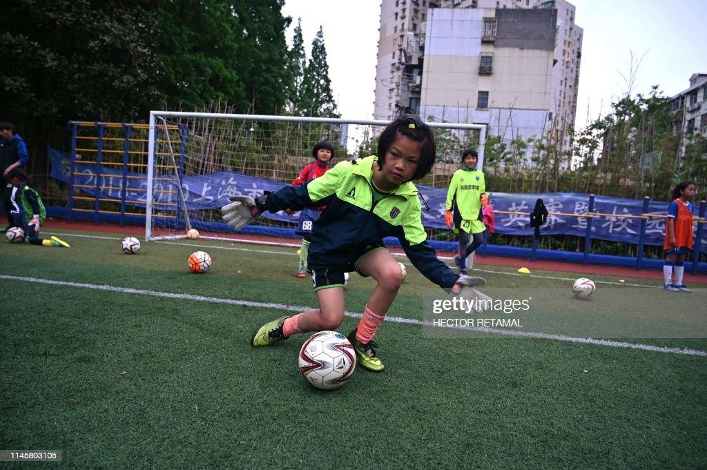 TOPSHOT-CHINA-FOOTBALL : News Photo