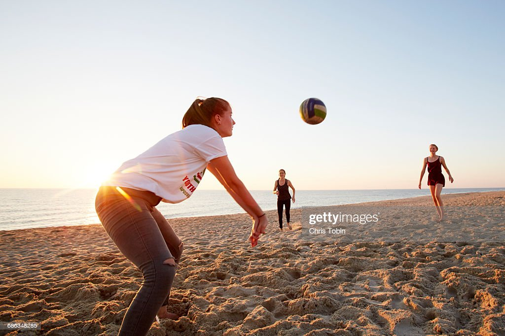 Two Young Teenage Girls Playing Beach Volleyball Foto de