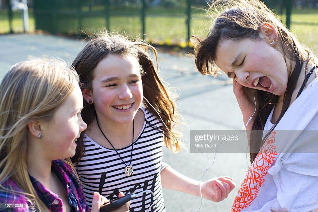 girls playing music : Stockfoto