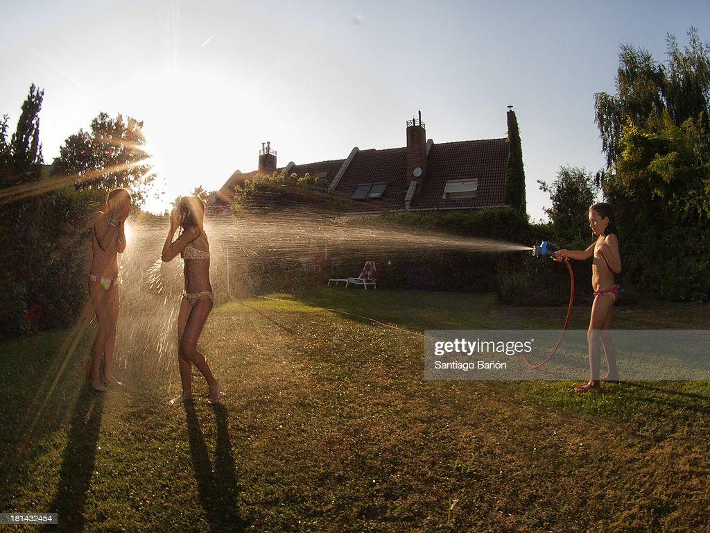 girls-video-dirt-water-hose-bikini-school