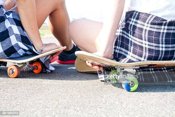girls skater for a relaxing - yusuke nishizawa stock pictures, royalty-free photos & images