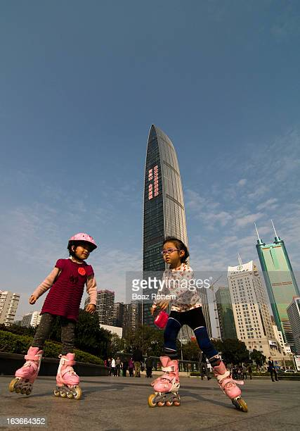 CONTENT] Girls skating by Shenzhen's tallest skyscraper