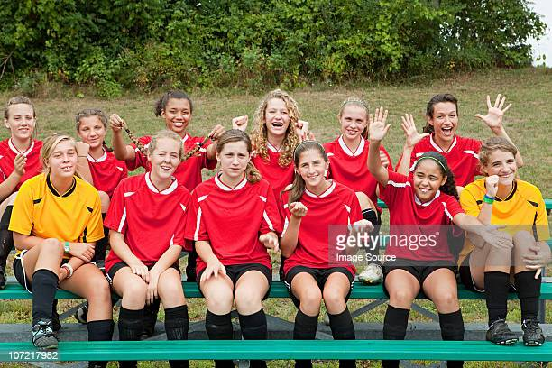 girls soccer team - soccer team stock pictures, royalty-free photos & images
