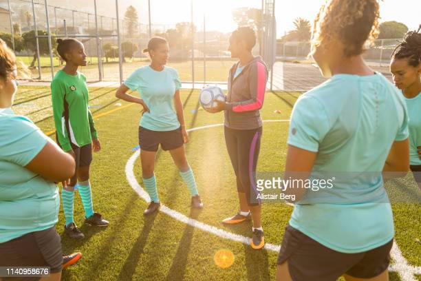 girls soccer team preparing for a match - football team stock pictures, royalty-free photos & images