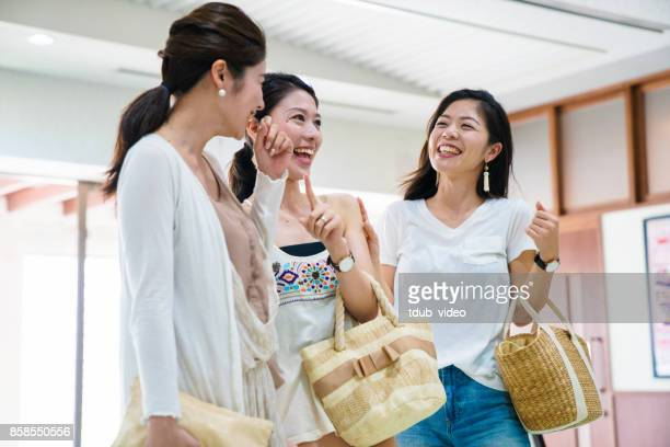 girls talking - tdub_video stock pictures, royalty-free photos & images