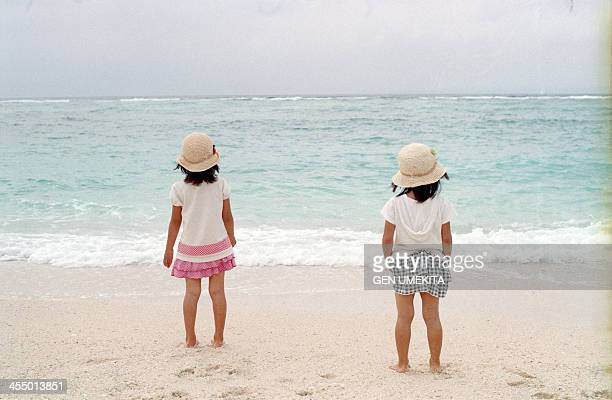 girls who play on the beach