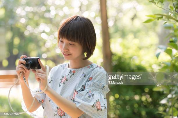 Girls who play the camera at the park