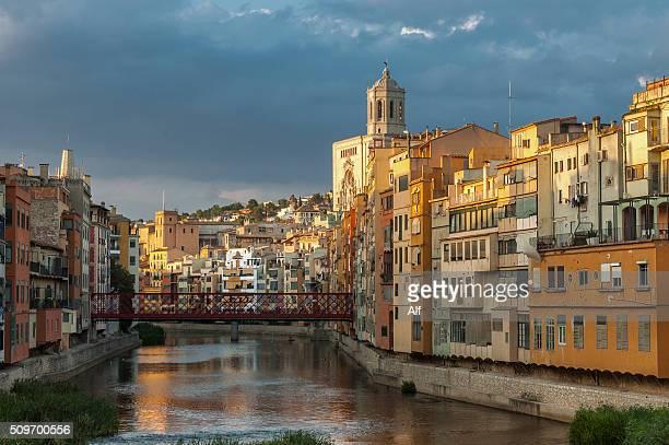girona, river facade onyar - gerona city stock pictures, royalty-free photos & images