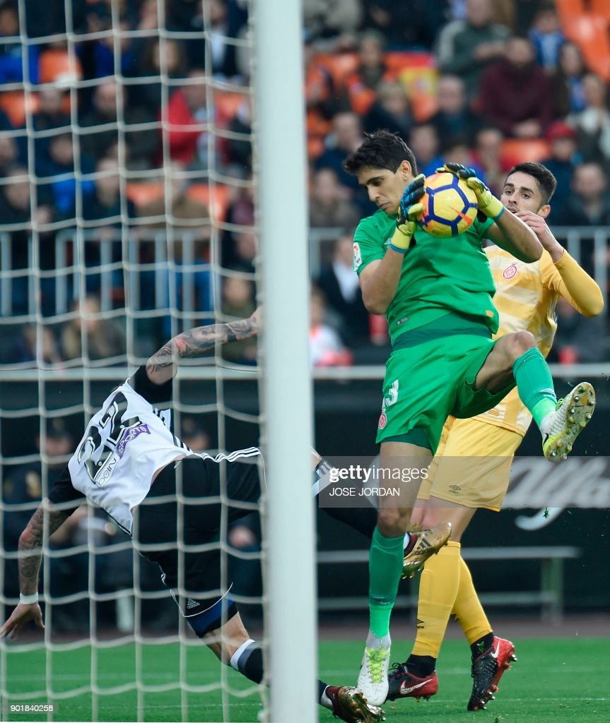 Girona's Moroccan goalkeeper Yassine Bounou stops a shot on goal during the Spanish league football match between Valencia and Girona at the Mestalla stadium in Valencia on January 6, 2018. /