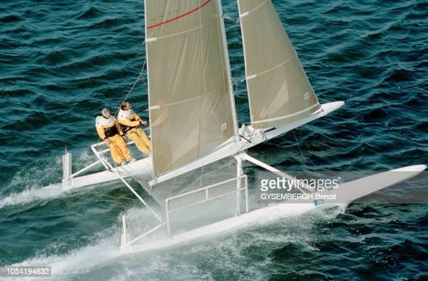 Gironde France novembre 2002 Le navigateur Yves PARLIER teste sur un prototype au 1/2è son futur catamaran de course dans le bassin d'Arcachon...