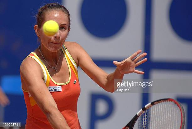 Gisela Dulko in action against Na Li during their quarterfinal match in the 2006 Estoril Open at the Estadio Nacional in Estoril, Portugal on May 5,...