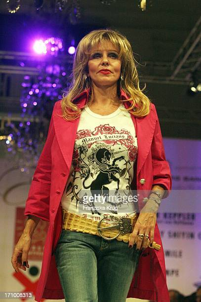 Gisela Muth Beim Event Prominent Zugunsten Hamburg Leuchtfeuer Und Dunkelziffer EV Im Hotel Atlantic In Hamburg