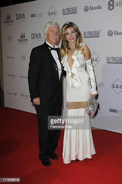Gisela Muth Mit Ehemann Dr HansGeorg Muth Bei Der Unesco Gala Im Maritim Hotel In Düsseldorf