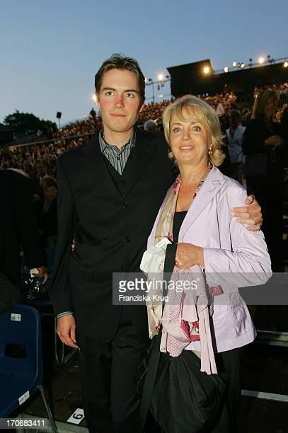 Gisela Schneeberger Und Sohn Philipp Müller Bei Der Premiere Der Nibelungen Festspiele In Worms