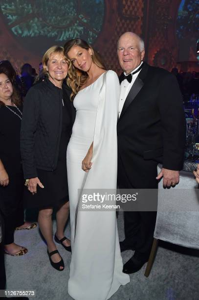 Gisele Bündchen and guests attend the UCLA IoES honors Barbra Streisand and Gisele Bundchen at the 2019 Hollywood for Science Gala on February 21...