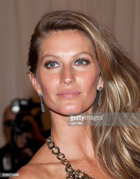 Gisele B��ndchen attends the Costume Institute Gala for the 'PUNK Chaos to Couture' exhibition at the Metropolitan Museum of Art in New York City ��...