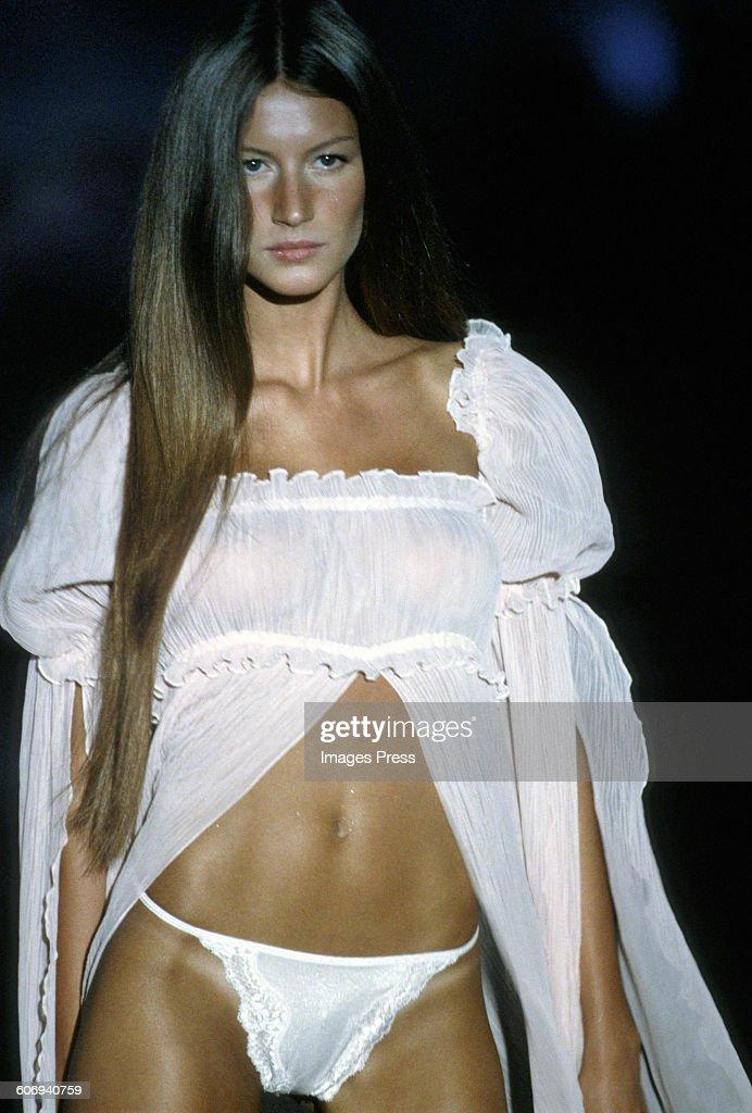1999 Victoria's Secret Fashion : News Photo